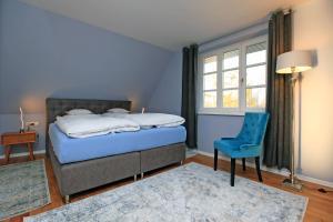 A bed or beds in a room at Ferienwohnung im Blauen Haus