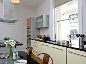 Küche/Küchenzeile in der Unterkunft Cathedral View Apartment