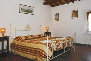 A bed or beds in a room at Sorripati