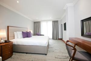 Ένα ή περισσότερα κρεβάτια σε δωμάτιο στο Sanctum International Serviced Apartments