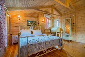 Ένα ή περισσότερα κρεβάτια σε δωμάτιο στο Akrathos Houses
