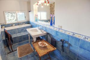 A bathroom at villa punta rossa