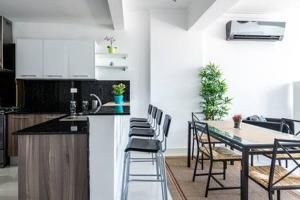 A kitchen or kitchenette at Villa Palmera XVIII
