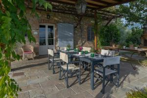 A restaurant or other place to eat at Villa Lucchese