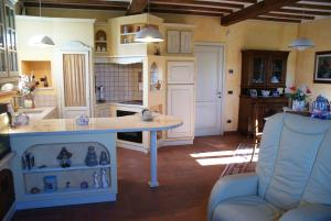 A kitchen or kitchenette at Tuscan Villa Exclusive Use Of Private Pool Ac Wifi