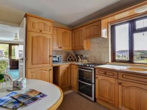 A kitchen or kitchenette at Holiday Home Chapel Beck