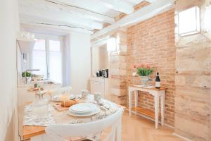A restaurant or other place to eat at Boutique Apartments Verona