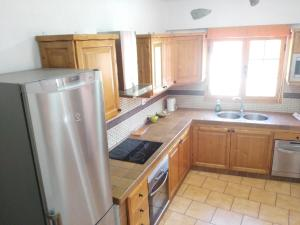 A kitchen or kitchenette at Chalet Ruta San Roque And Pool