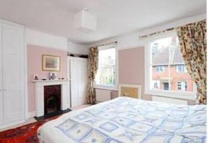 A bed or beds in a room at 27 Wiseton Road
