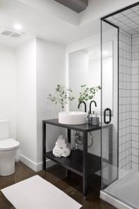 A bathroom at Maison Sainte-Thérèse By Maisons & co