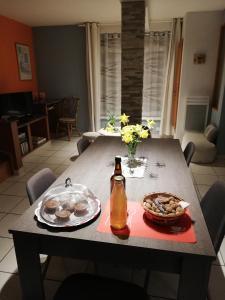 Restaurant ou autre lieu de restauration dans l'établissement Au Petit Jardin