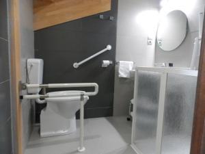 A bathroom at Aparthotel Bubal