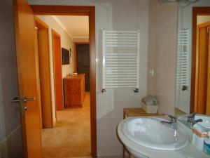 Ein Badezimmer in der Unterkunft CASA DA FAIA