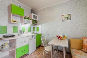 Кухня или мини-кухня в Апартаменты на Революционной 13 А