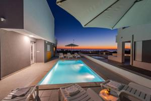 The swimming pool at or near Dario 2. modern & luxury apartment with a pool