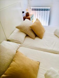 Ein Bett oder Betten in einem Zimmer der Unterkunft Zurriola Beach