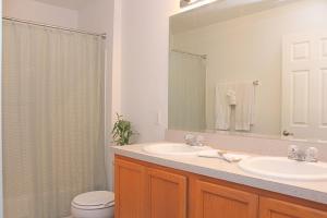 Salle de bains dans l'établissement Berkeley Superior Pool Home - Chris Villa
