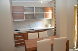 A kitchen or kitchenette at Melissa Moment Apart