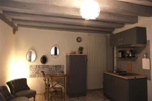 A kitchen or kitchenette at Chez Bruno et Françoise
