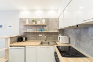 A kitchen or kitchenette at Opera Gem