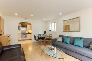 A seating area at Paddington Polka Apartments