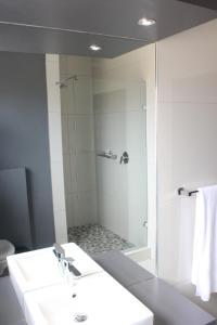 A bathroom at Atlantic Apartments 2