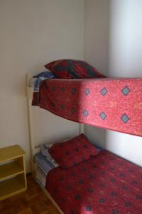 A bunk bed or bunk beds in a room at Apartamento Centro La Serena