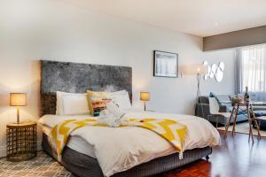 Letto o letti in una camera di Mouille Point Apartment
