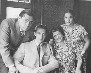 A family staying at Patio De La Cartuja