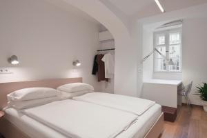 A bed or beds in a room at yuki & bal 4*apartment