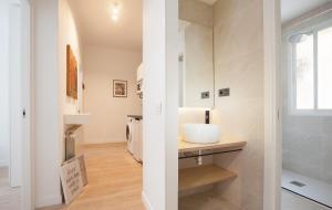 A bathroom at Precioso Apartamento ATOCHA-RETIRO