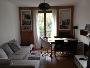 A seating area at Lovely Flat #Buttes Chaumont #Sunny