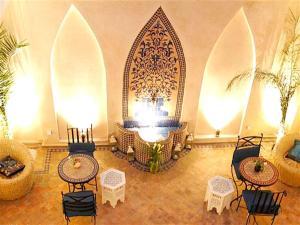 Restaurant ou autre lieu de restauration dans l'établissement Marrakech - Riad Antoine