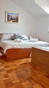 A bed or beds in a room at apartman Sanja-centar