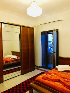 A bed or beds in a room at Rruga Egnatia (Dovana vogel)