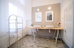 Ванная комната в Spacious Apartment Újezd