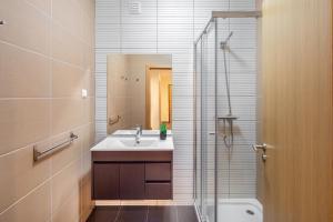 A bathroom at Marina Luxury Residence