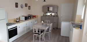 A kitchen or kitchenette at LISABEL