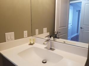 A bathroom at Furnished Apartment Near Square One by Canvas