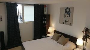A bed or beds in a room at Smart Studio near La Farga,6 mins walk from L1 , L5 & Airports L9 metro