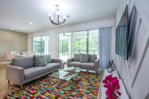 Uma área de estar em Imagine You and Your Family Renting this 5 Star Villa on Bella Vida Resort, Orlando Villas 2731