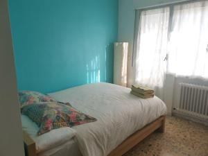 A bed or beds in a room at CHALET AMPLIO Y LUMINOSO