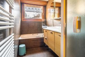 A bathroom at Grand appt vue Mont Blanc