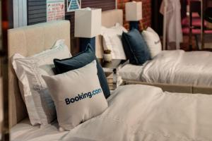 A bed or beds in a room at Madame Tussauds Las Vegas - A LIST SUITE