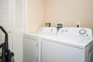A bathroom at Loyalty Vacation Homes - Kissimmee