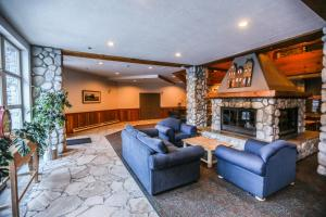 The lobby or reception area at Lake Placid Lodge by Whiski Jack