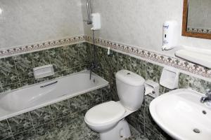 A bathroom at Sahara Hotel Apartments