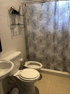 A bathroom at La Montaña