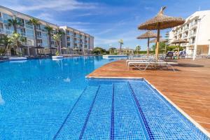 Бассейн в Eix Alzinar Mar Suites - Adults Only или поблизости