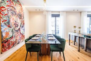 A restaurant or other place to eat at Luxury Apartment Salamanca District